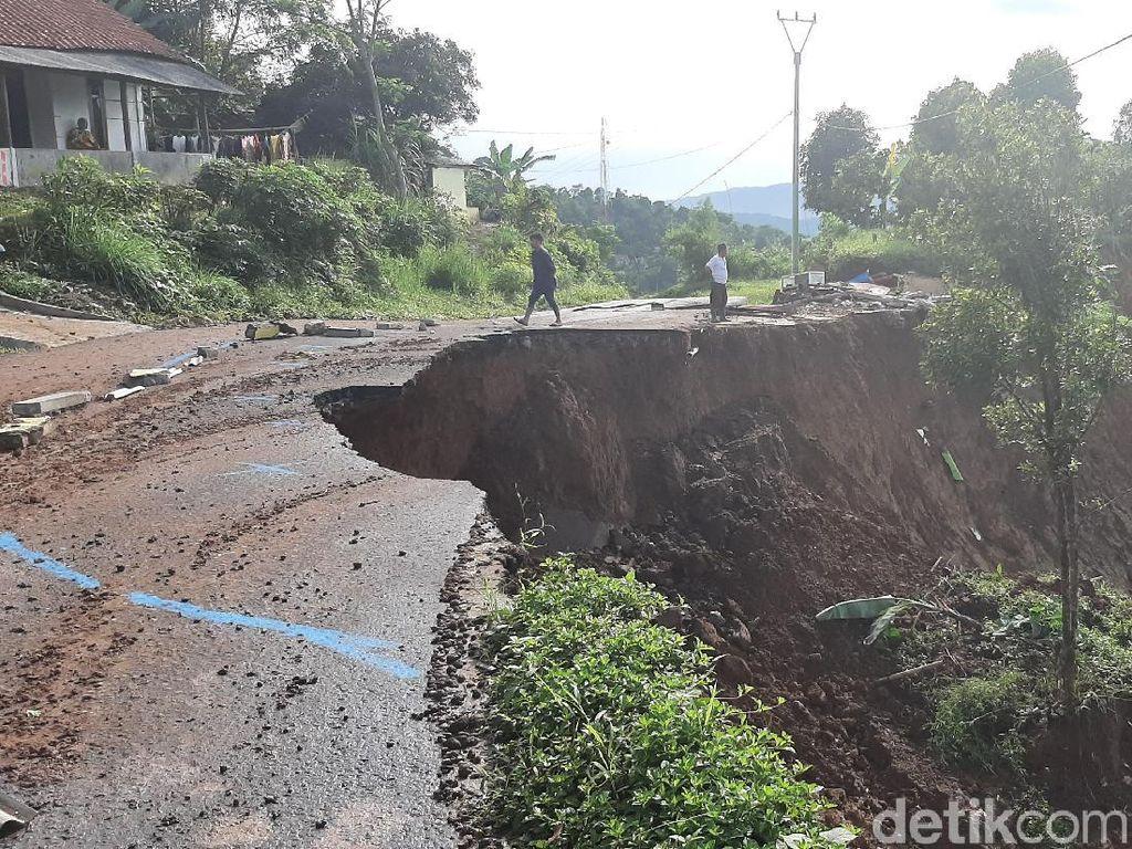 Longsor di Bogor, SAR Bandung: 11 Desa Terisolir dan 3 Warga Hilang