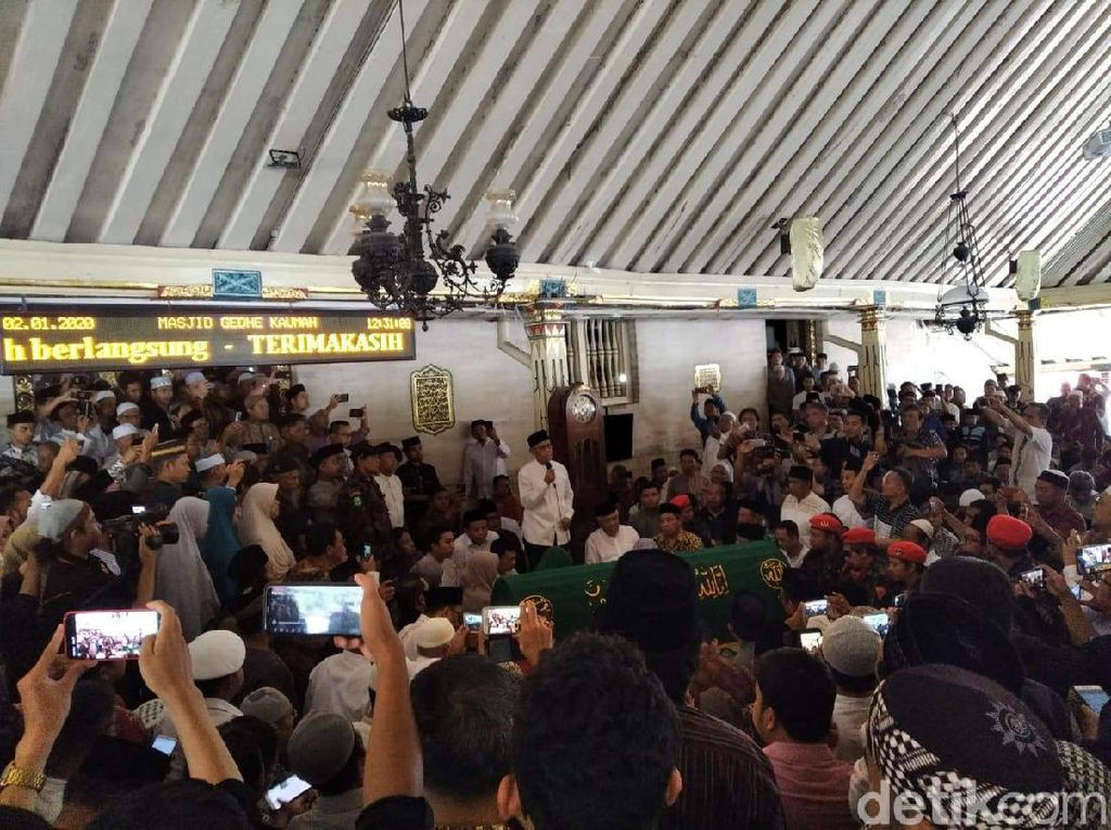Ribuan Umat Padati Masjid Gedhe Yogya, Antar Kepergian Prof Yunahar