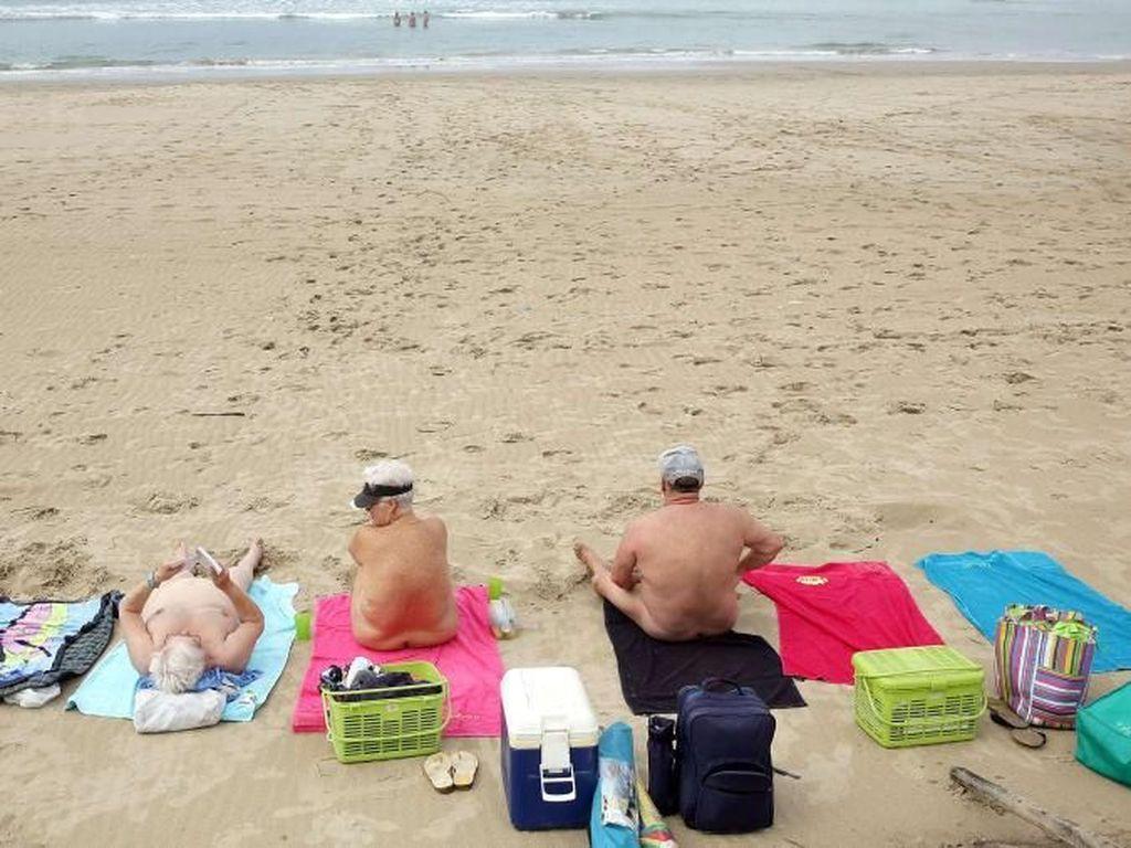 Foto: Pantai Nudis Untuk Liburan Telanjang Bulat