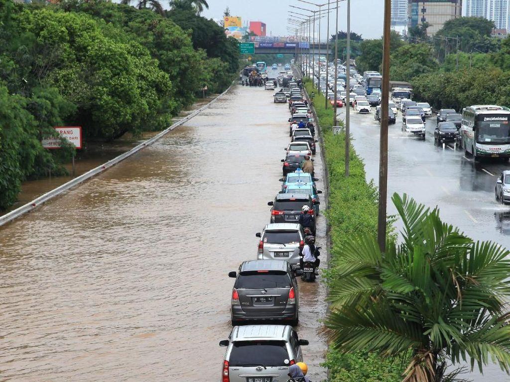 Terendam Banjir, 465 Mobil Daihatsu Rusak