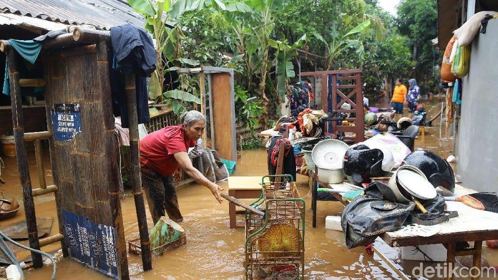 Banjir Surut, Warga Komplek IKPN Bintaro Mulai Bersih-bersih