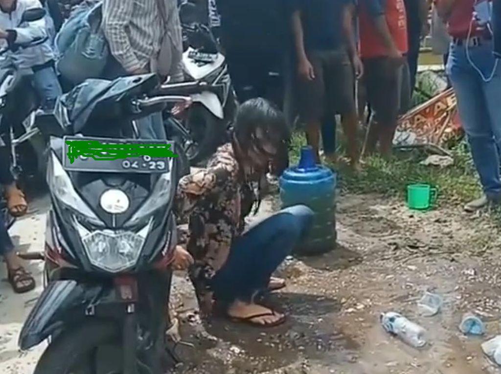Viral Wanita Geleng-geleng di Tepi Jalan, Polisi: Positif Narkoba