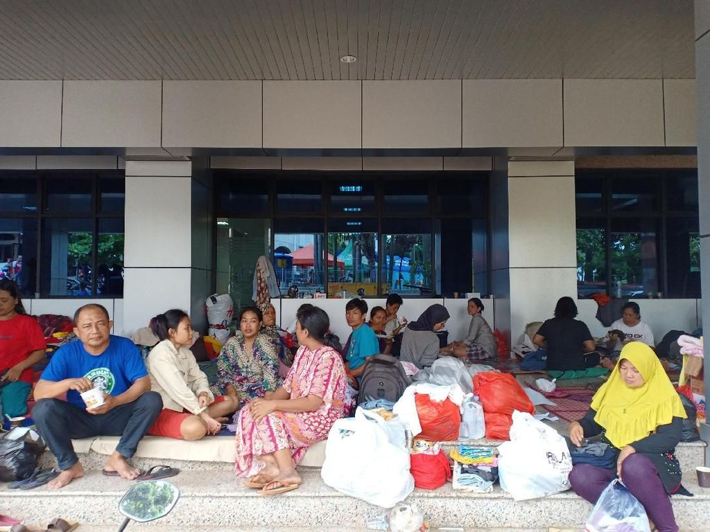 Banjir Cipinang Melayu Jaktim Surut, Warga Masih Bertahan di Pengungsian