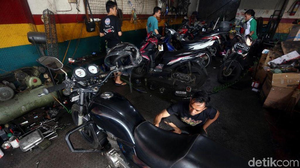 Usai Banjir, Bengkel Motor di Bekasi Diserbu Warga