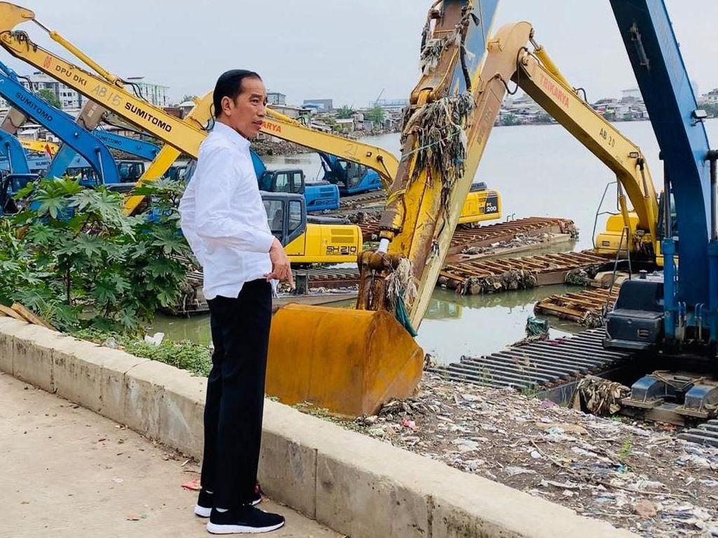 Momen Jokowi Diam-diam Sidak ke Waduk Pluit
