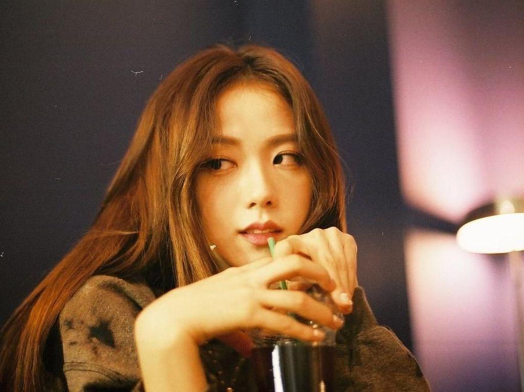 Baru Ulang Tahun, Ini Manisnya Jisoo BLACKPINK Saat Ngopi dan Makan Es Krim