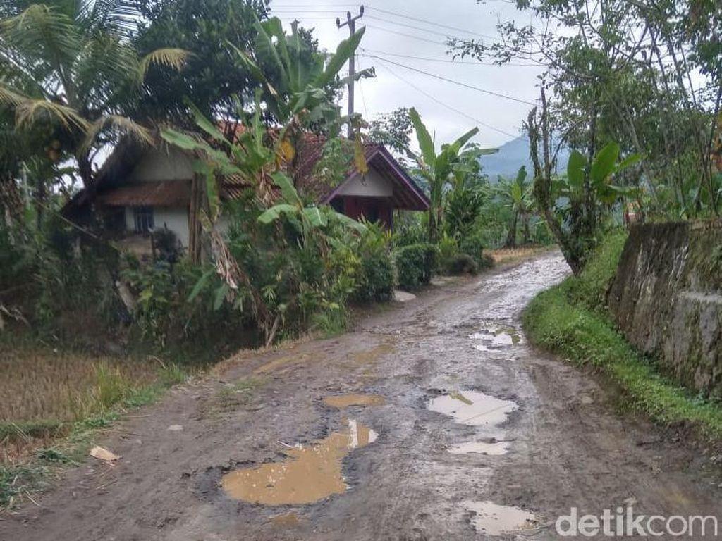 Jalan di Desa Mandalasari Rusak, Pemkab Tasik: Nunggu Giliaran Perbaikan