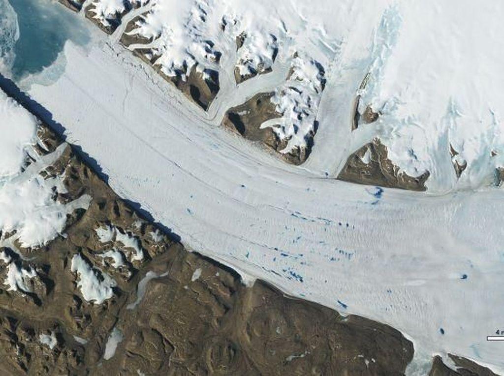 Ngeri! Gletser di Kutub Bumi Mencair Lebih Cepat