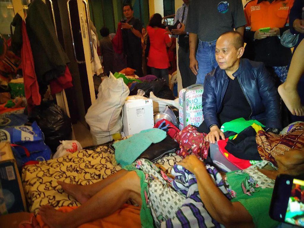Kunjungi Lokasi Banjir, Waket MPR Syarief Hasan Minta Presiden Turun Tangan