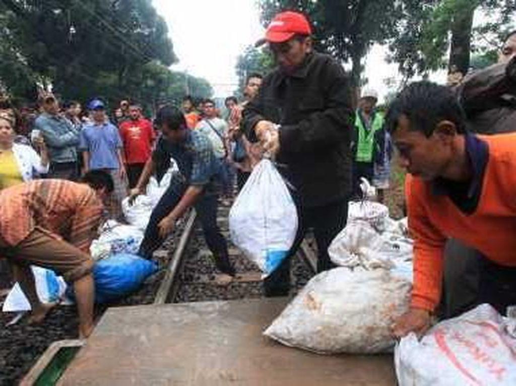 Disinggung Anies, Ini Momen Jokowi Berjibaku Bereskan Banjir DKI 2013