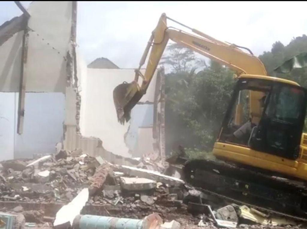 Viral, Rumah Pasutri Dibongkar Alat Berat Setelah Rumah Tangga Kandas