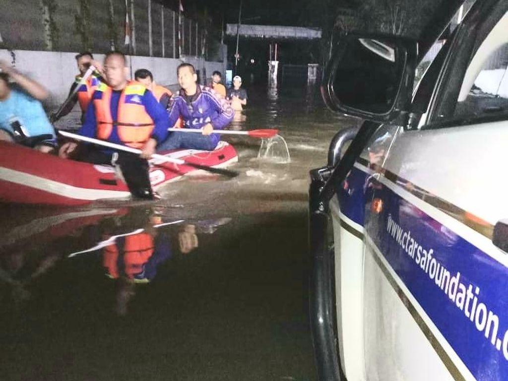 Selain Tim Medis, CT ARSA Lebih Dulu Bantu Evakuasi Korban Banjir Jabodetabek