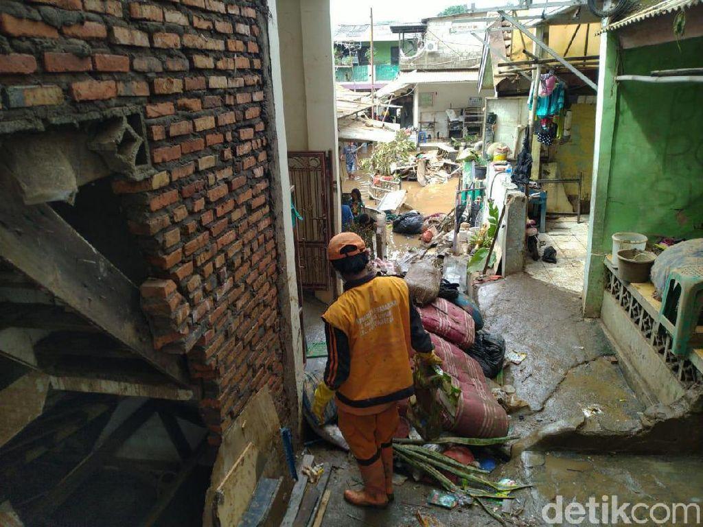 Tinjau Banjir di Pengadegan, Wamendes: Perlu Ada Relokasi, Tak Layak Huni
