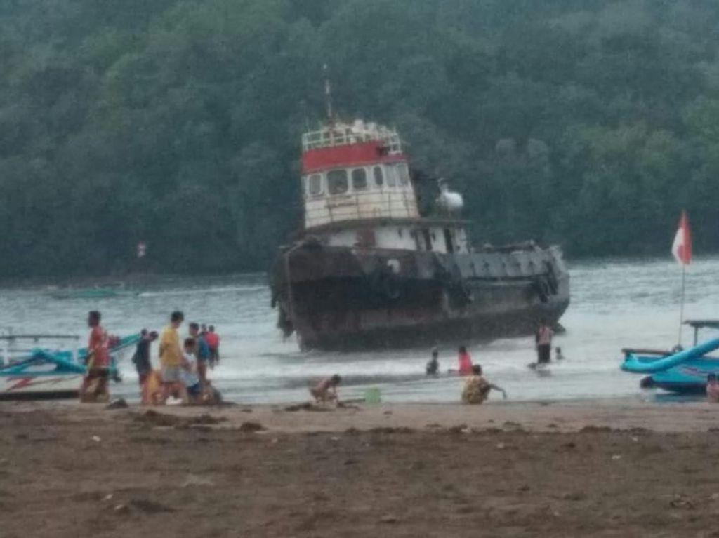 Disapu Angin Kencang, 2 Kapal Kandas di Pantai Barat Pangandaran