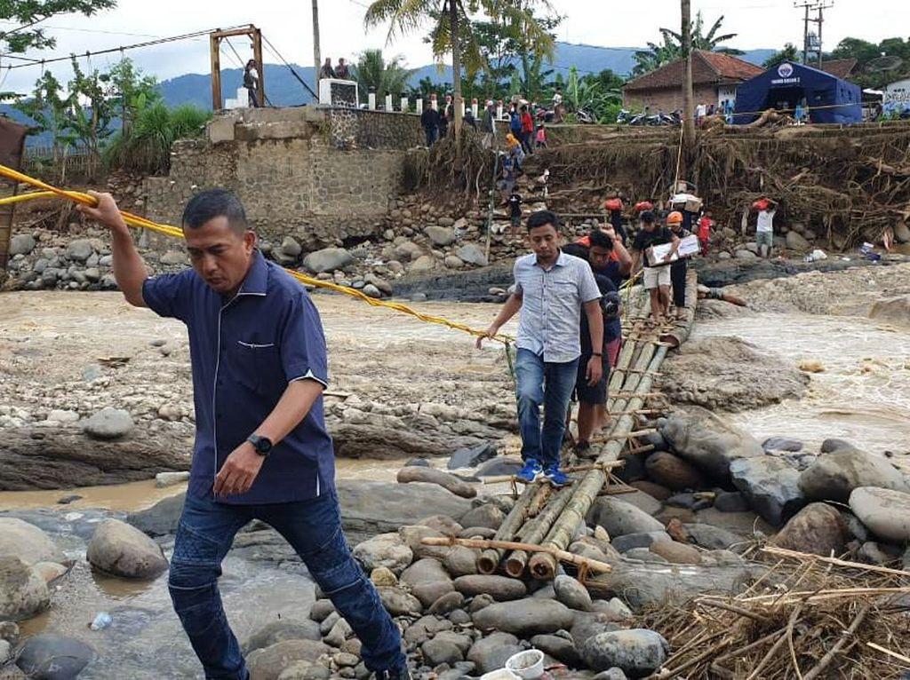 Posko Darurat untuk Korban Banjir di Bogor