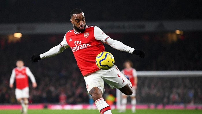LONDON, ENGLAND - JANUARY 01: Alexandre Lacazette of Arsenal in action during the Premier League match between Arsenal FC and Manchester United at Emirates Stadium on January 01, 2020 in London, United Kingdom. (Photo by Clive Mason/Getty Images)