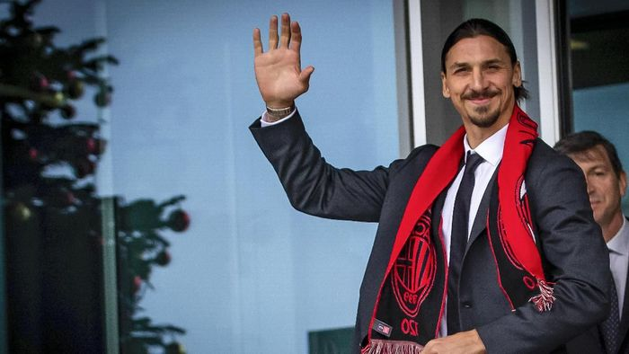 Zlatan Ibrahimovic wears an AC Milan scarf as he waves to his fans outside the AC Milan team headquarters, in Milan, Italy, Friday, Jan. 3, 2020.  The 38-year-old striker has been presented by AC Milan after signing a deal until the end of the season with an option to extend for another year. (Spada/LaPresse via AP)