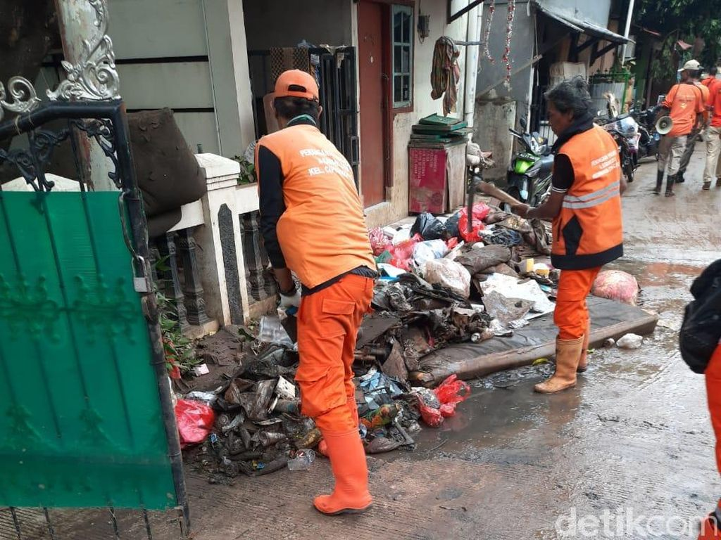 Sampai Waiting List, Jasa Cleaning Service Laris Pascabanjir