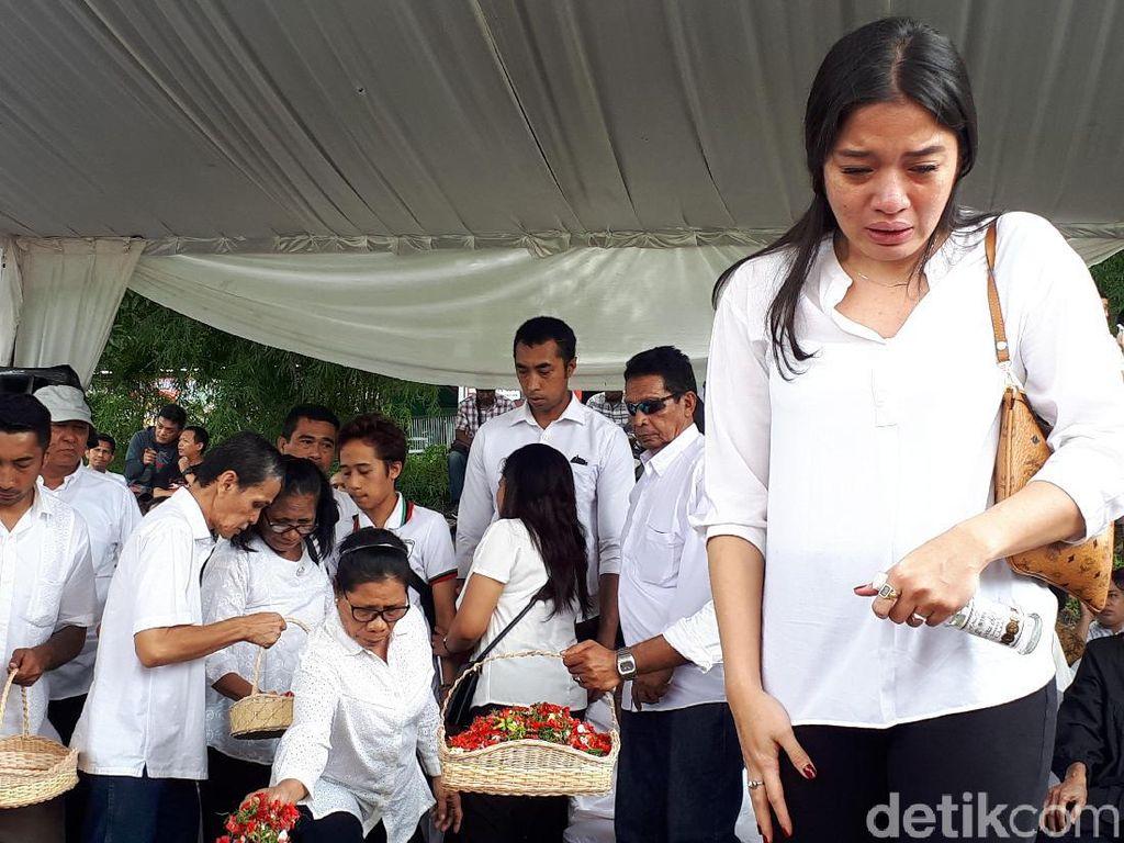 Cantika Abigail Tak Ingin Nebeng Nama Besar Mendiang Chris Pattikawa