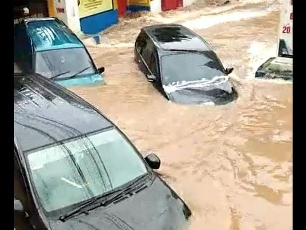 Makin Tua Mobil, Makin Banyak Kerusakan Kalau Kena Banjir
