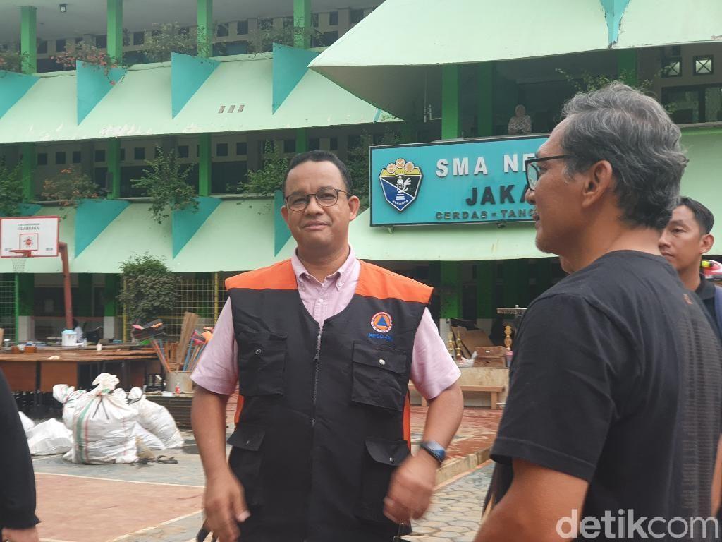 Anies Cek SMAN 8 Jakarta yang Sempat Kebanjiran 2 Meter