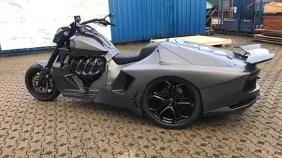 Depannya Motor Gede Belakangnya Lamborghini, Keren!