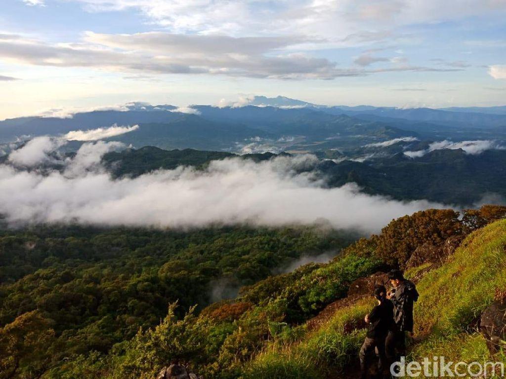 Cuaca Ekstrem, Jalur Pendakian Gunung Bulusaraung Ditutup Sementara