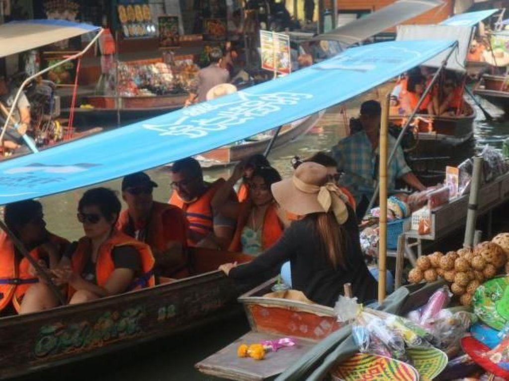 Foto: Pasar Terapung di Thailand Berusia 153 Tahun