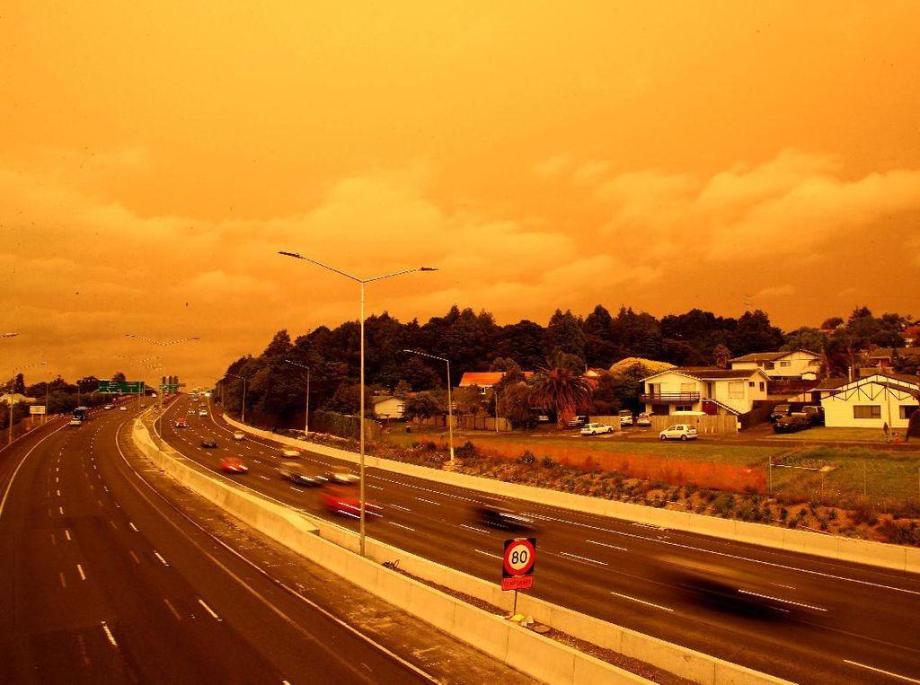 Fenomena Langit di Selandia Baru Warna Oranye