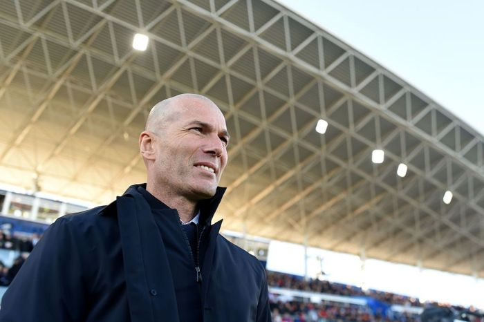 GETAFE, SPAIN - JANUARY 04: Zinedine Zidane, Manager of Real Madrid looks on prior to the La Liga match between Getafe CF and Real Madrid CF at Coliseum Alfonso Perez on January 04, 2020 in Getafe, Spain. (Photo by Denis Doyle/Getty Images)
