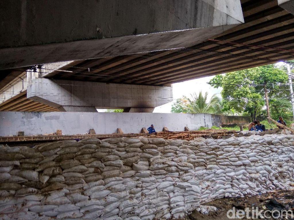 Antisipasi Jebol, Pemprov DKI Perbaiki 3 Tanggul Retak Pascabanjir