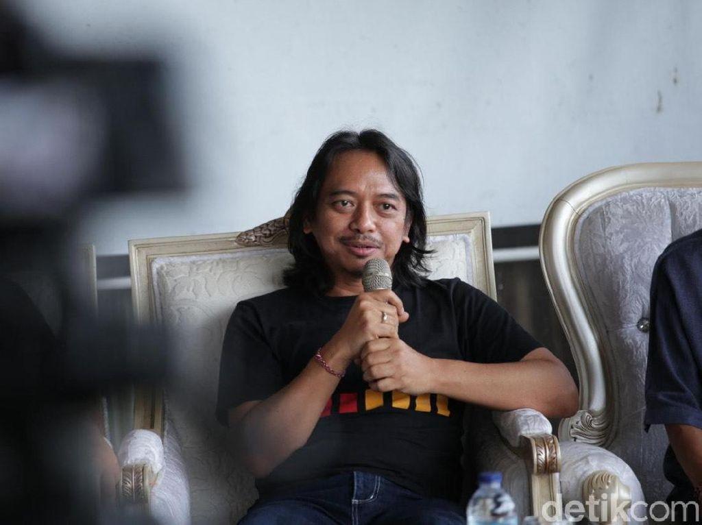 Cerita Dewa Budjana yang Gagal Kolaborasi Bareng Sapardi Djoko Damono