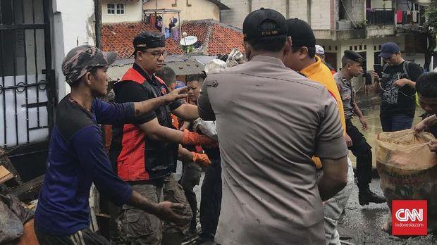 Anies Kerja Bakti, Relawan 212 Jerit 'Gubernur Rasa Presiden'