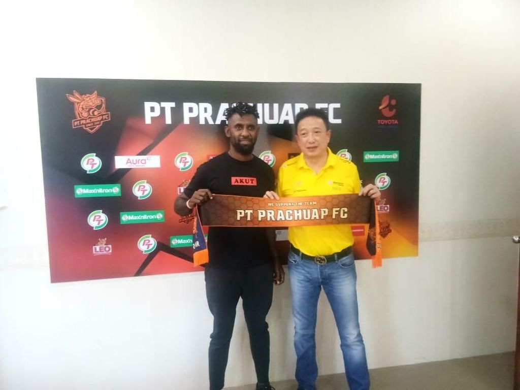 Yanto Basna Resmi Gabung PT Prachuap FC