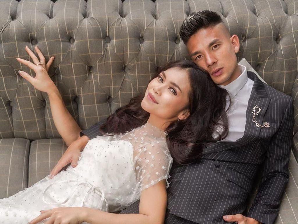 6 Momen Penuh Cinta Pernikahan Pemain Persib Kim Kurniawan dan Elisa