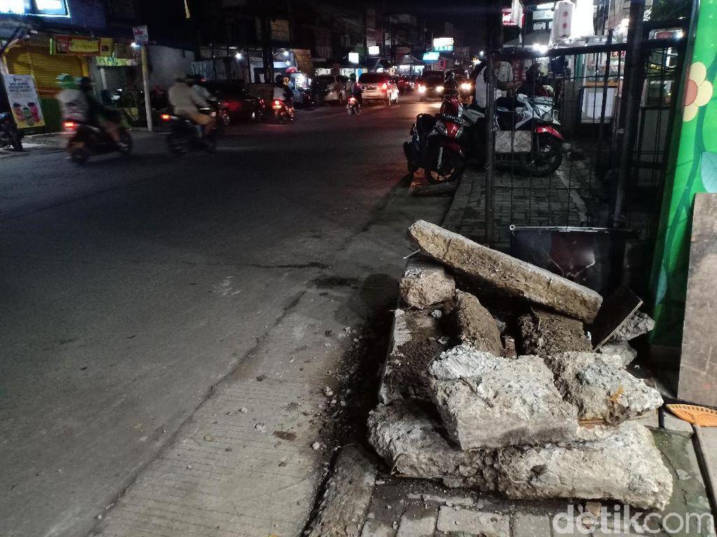 Warga Keluhkan Puing Beton Sisa Pelebaran Jalan, Pemkot Depok Angkat Suara
