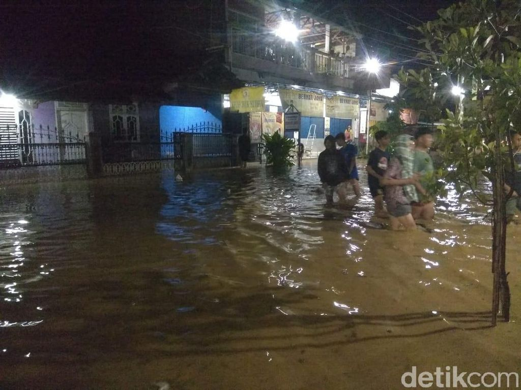 Banjir Melanda Wilayah Kayen Pati Malam Ini, Tinggi Air 50 Cm