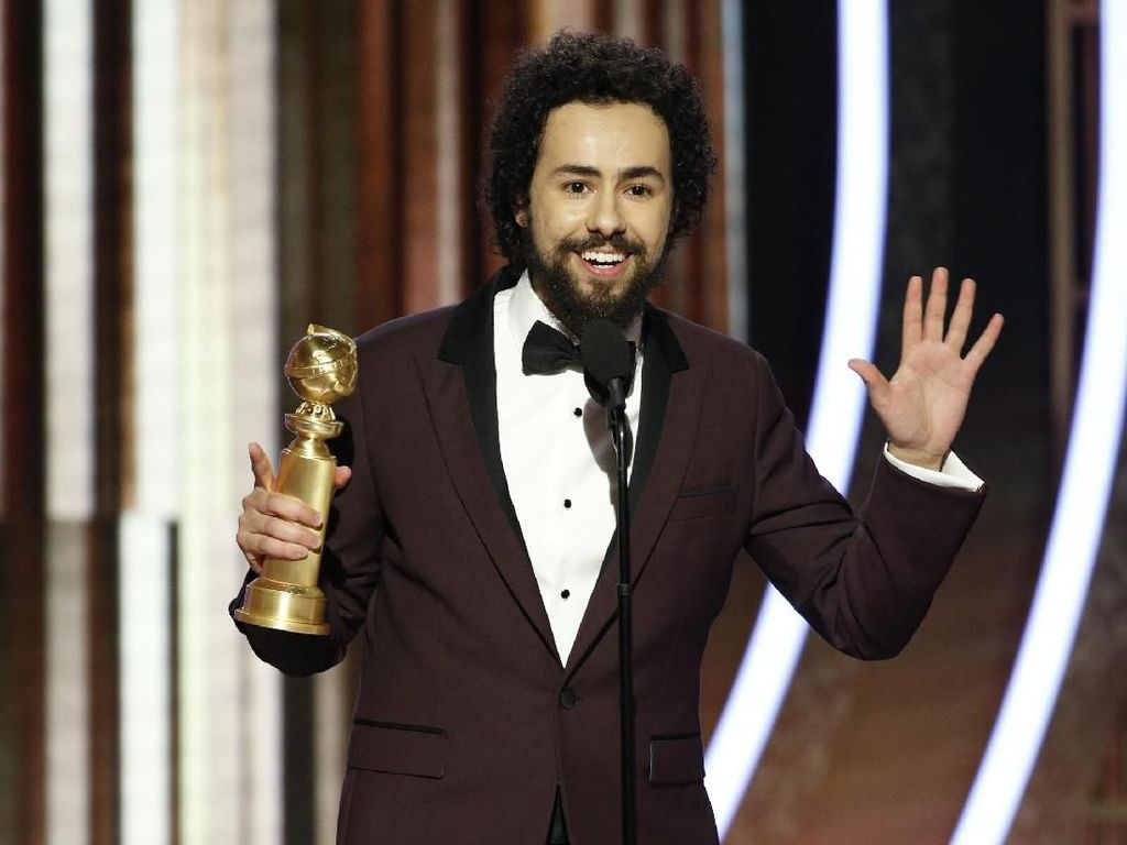 Raih Piala Golden Globe, Ramy Youssef Ucapkan Allahu Akbar