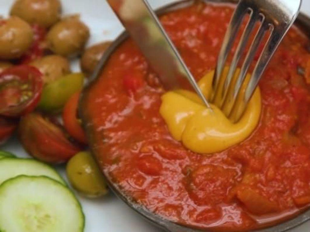 Persis Aslinya, Kuning Telur Vegan Ini Dibuat dari Tomat Kuning