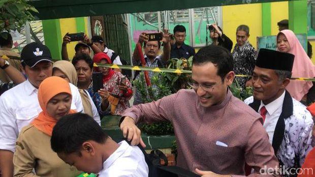 Mendikbud Nadiem Makarim meninjau SDN 02 Cirimekar, Cibinong, Bogor