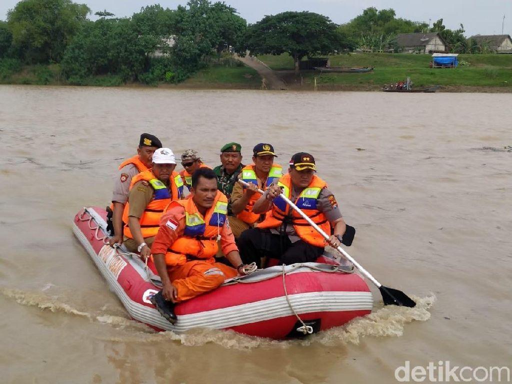 Tim Tanggap Bencana Tuban Patroli Bengawan Solo, Ini Hasilnya