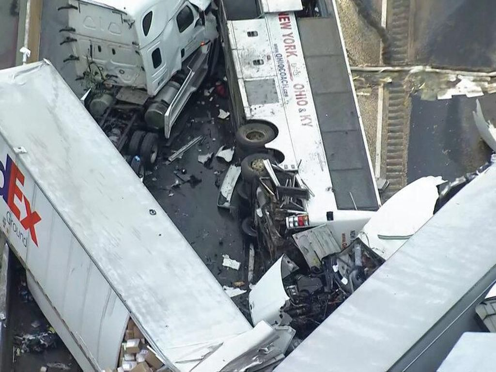Kecelakaan Bus-Trailer di Pennsylvania, 5 Orang Tewas dan Puluhan Terluka
