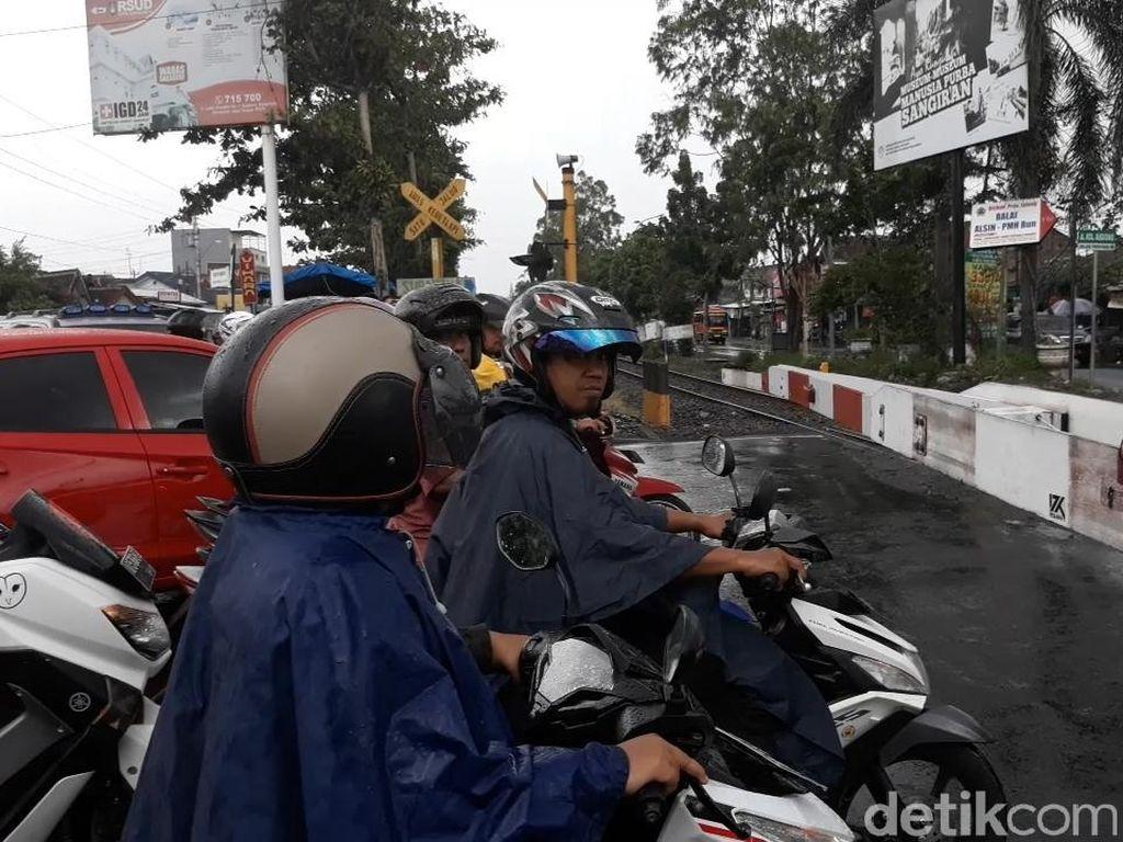 Macet di Palang Joglo Solo, Kendaraan Berat Disarankan Masuk Tol