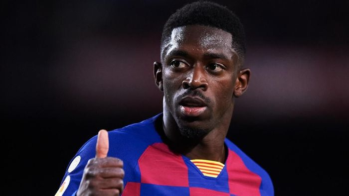 BARCELONA, SPAIN - NOVEMBER 09: Ousmane Dembele of FC Barcelona gives thumbs up to supporters during the La Liga match between FC Barcelona and RC Celta de Vigo at Camp Nou stadium on November 09, 2019 in Barcelona, Spain. (Photo by Alex Caparros/Getty Images)