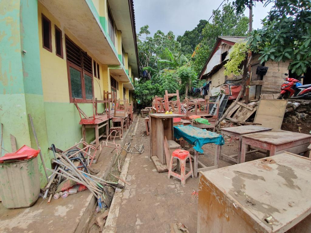 Dampak Banjir Bekasi, Ruangan di SDN V Jatirasa Rusak Parah
