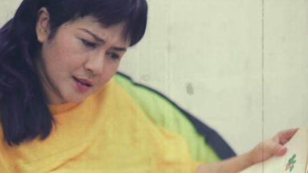 Ria Irawan dalam video klip Sore di lagu R14