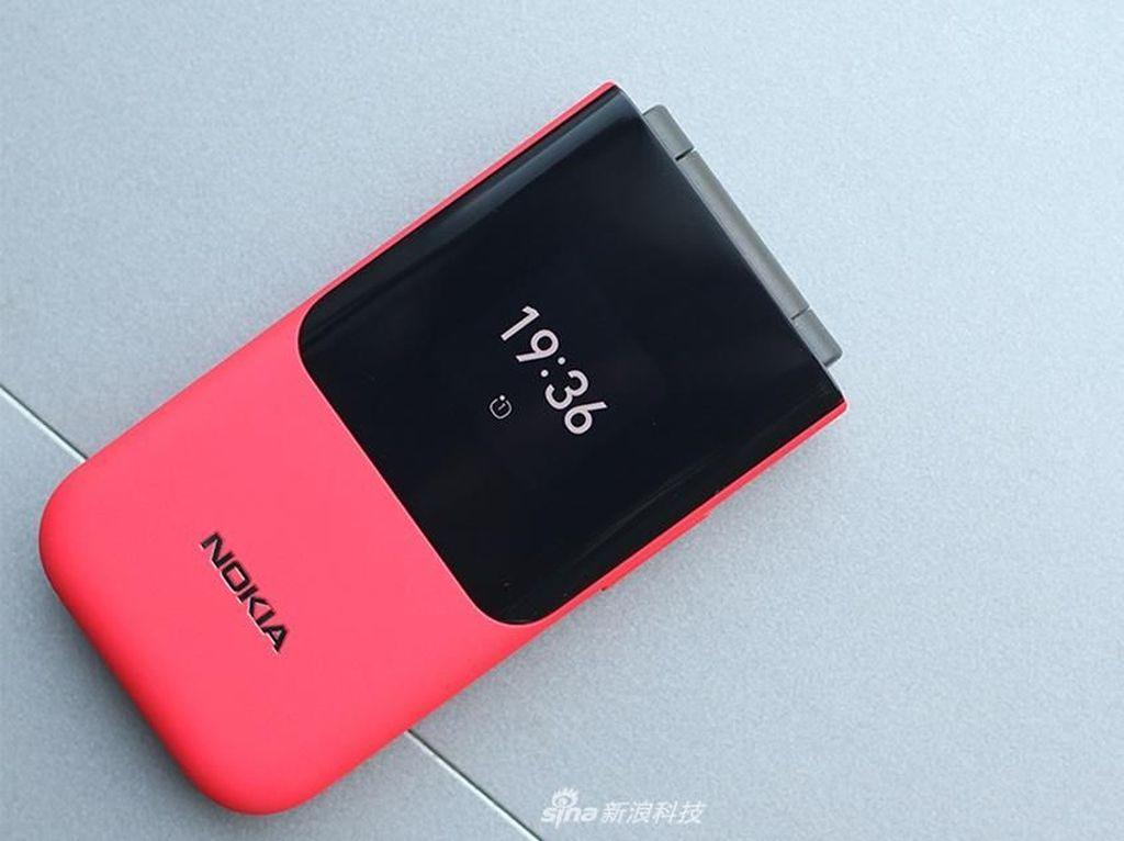 Penampakan Ponsel Lipat Nokia 2720 Berkelir Merah