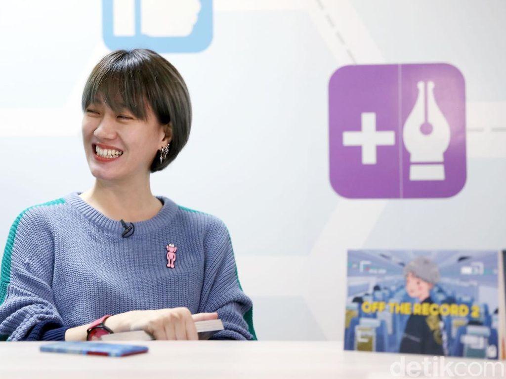 Ria SW Ingin Buku Off the Record Dibaca Seperti Nonton Vlog