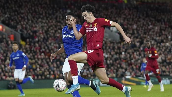 Liverpools Curtis Jones, right, challenges for the ball with Evertons Yerry Mina during the English FA Cup third round soccer match between Liverpool and Everton at Anfield stadium in Liverpool, England, Sunday, Jan. 5, 2020. (AP Photo/Jon Super)