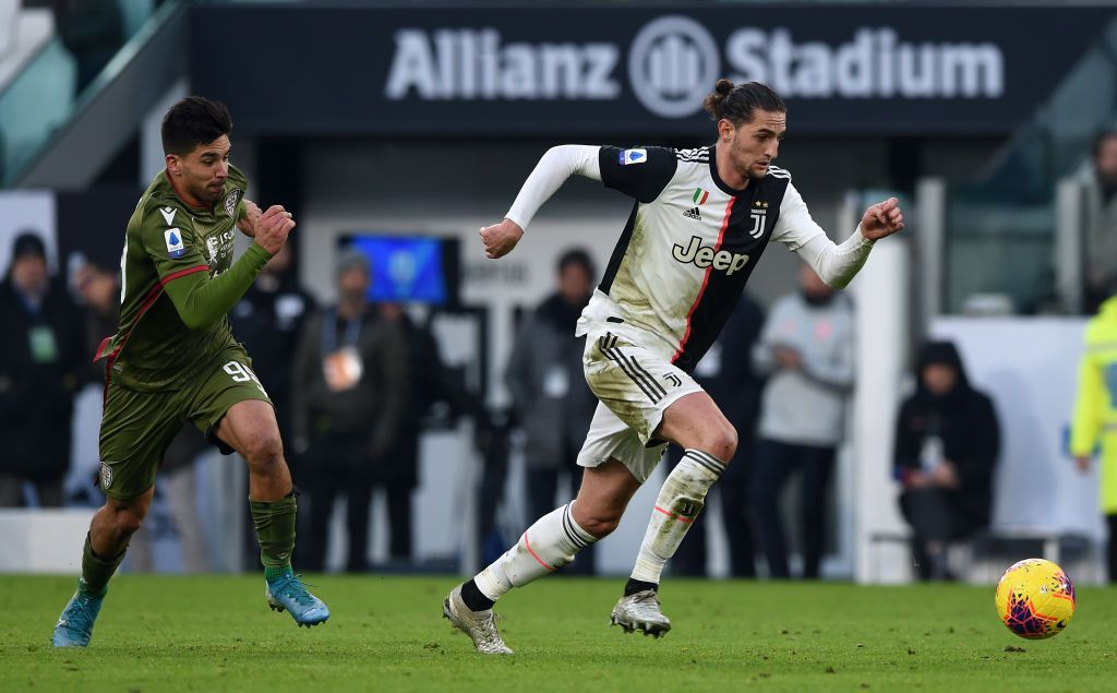 TURIN, ITALY - JANUARY 06: Adrien Rabiot of Juventus gets away from Giovanni Simeone of Cagliari during the Serie A match between Juventus and Cagliari Calcio at Allianz Stadium on January 6, 2020 in Turin, Italy. (Photo by Chris Ricco/Getty Images)